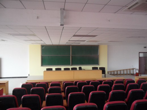 产品简介:此款书写板广泛应用于各大专院校的普通教室,阶梯教室